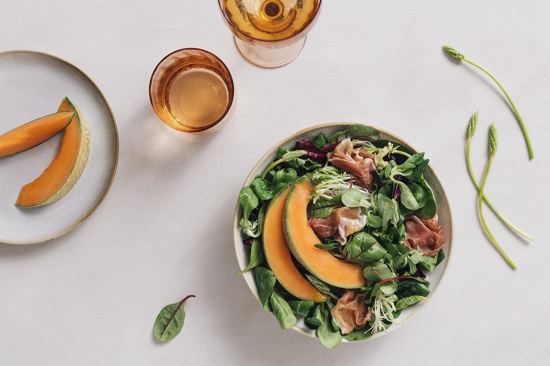 Pflücksalat mit Melonen und Serrano